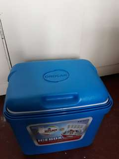 Cooler / Ice box