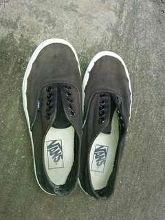 (Sale) Sepatu vans black