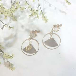 { Classy - Gold Dangling Circle Hoop and Quarter Screw Back No Pierce Earstuds Earrings Jewelry }