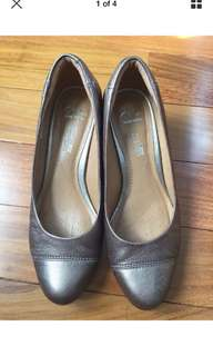 Clarks Leather Wedge Shoes Size 6.5M