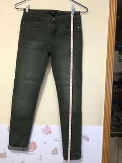 H&M 牛仔褲,麥緑色,九成新,有彈性,原價$299