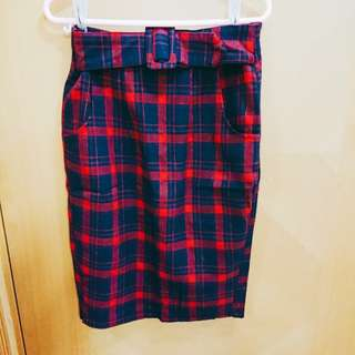 Design midi skirt in plaid 紅色格紋半身裙