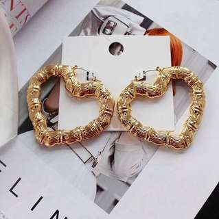 E02 Vintage Heart Shape Love Golden Earrings