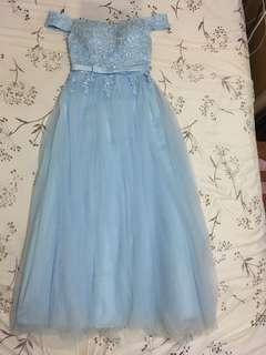 淺藍色一字膊喱士晚裝長裙