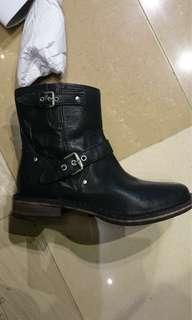 🚚 澳洲品牌 UGG 專櫃 簡單有型 牛皮 工程靴