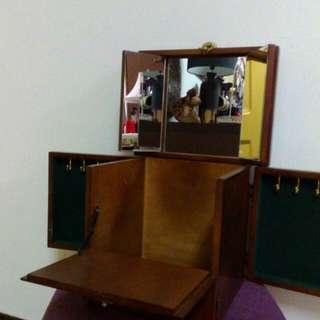 古歐典原木化妝鏡箱。老收藏35年完整。樂分享。台中市自取。