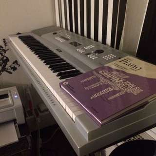 Yamaha DGX-220 Portable grand Keyboard