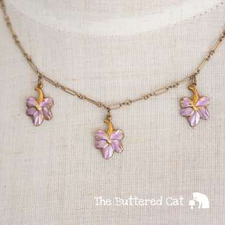 Pretty vintage lilac-pink flower necklace