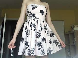 Rose patterned strapless dress
