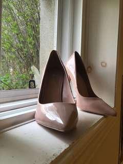 BNWT ALDO nude colour heels