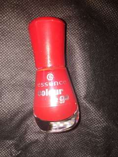 Essence red nailpolish / gel look
