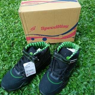 Sepatu sporty anak cowok