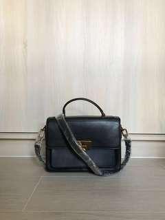 Charles & Keith 斜揹袋/斜孭袋/手袋 Messenger/Crossbody bag