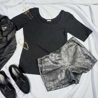 Black Fitted 3/4 Top