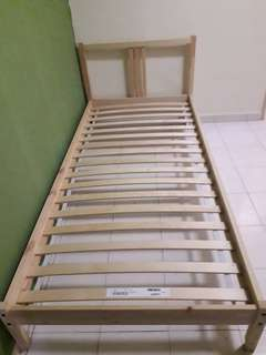Single bedframe Ikea (Luroy)