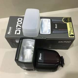 Nissin DI700 (Canon) Flash Unit