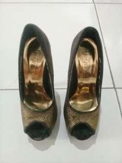 Sepatu gorgeous look