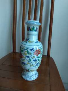 斗彩红花青叶瓶Porcelain Vase大明萬曆年製款