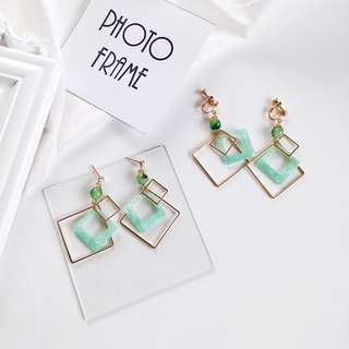 💋Light pastel green quartz marble beaded geometric gold rim diamond earring and clip ons