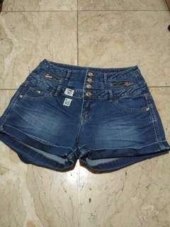 Preloved shorts 14