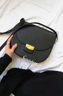 ❌SOLD 已售❌ Celine COMPACT TROTTEUR BAG IN GRAINED 黑金 斜肩 側背
