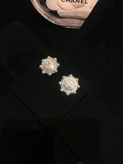 Chanel香奈兒圓形小珍珠太陽花金色珍珠宮廷風耳環