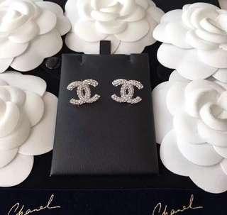 Chanel 2018 新款CC閃閃密鑲水晶耳環