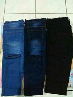 Skinny jeans hitam