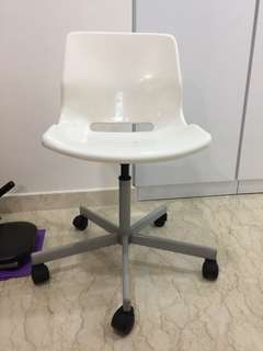 White chairs with wheels / study chair
