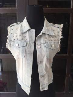 Rompi ripped jeans studed