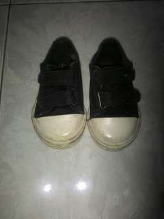 Sepatu merk airwalk size 21 utk anak umur 1-2thn kondisi msh mantap ga ada cacat cuma kotor dikit dicuci ilang