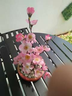 Hiasan bunga plastik
