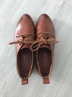 Working leather shoes