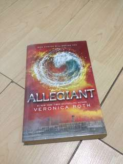 Allegiant (#3 Divergent Trilogy) by Veronica Roth