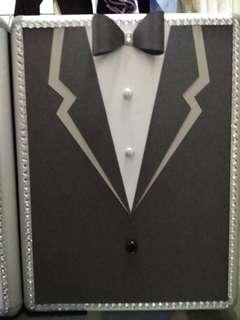 DIY 婚禮人情箱,有鎖及匙,長21.5CM,寬10.5CM,高28.5CM.令你的婚禮每個細節更完美。每個$120,兩個特價$220.荃灣地鐵站交收。