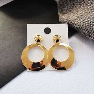 E07 Minimalist Golden Hoop Earrings