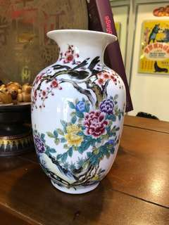 Vintage Chinese Famille vase