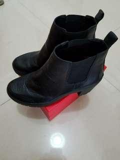 DKNY BOOTS / 鞋