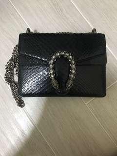 Class black elegant sling bag