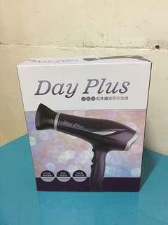 Day Plus 紅外線護髮吹風機