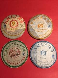 普洱茶餅:2007年套裝(中茶,大益及華聯品牌,生茶及熟茶餅),如相片所示。
