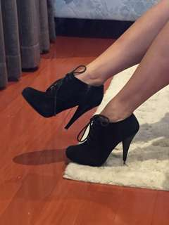 Steve Madden Black Suede Lace Boots