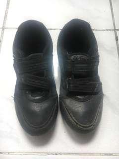 Sepatu. B first ukuran 35