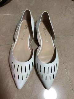 Le Saunda 白色尖頭平底鞋 (size: 39)