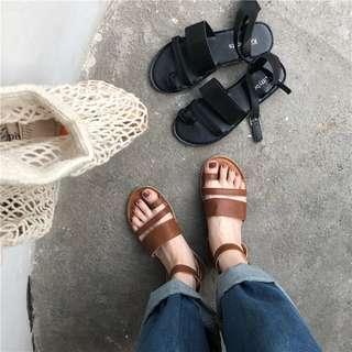 優雅感的復古平底羅馬涼鞋
