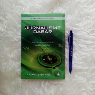 Buku Jurnalisme Dasar Luwi Ishwara