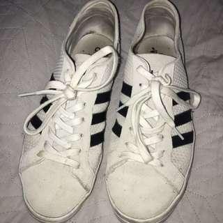Adidas 'court vantage' size 10/41 worn three times. Beige suede, black stripes.