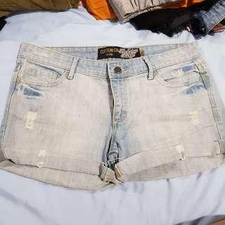 Distressed cuff shorts