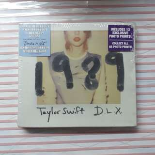 Taylor Swift 1989 D.L.X. Album with 13 polaroids