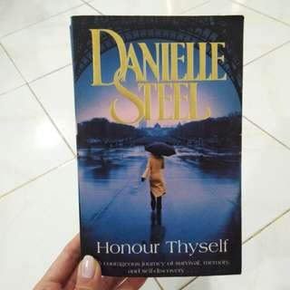 "DANIELLE STEEL ""HONOUR THYSELF"""